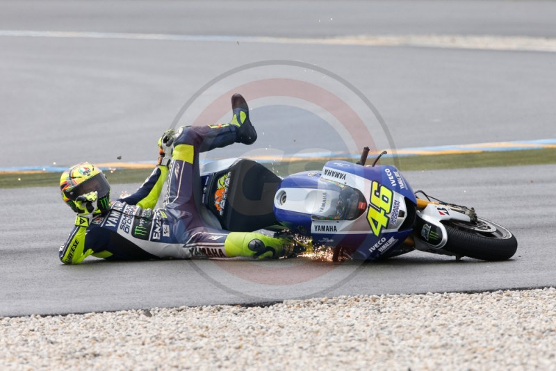 MOTO GP DE FRANCE 2013 TEAM YAMAHA FACTORY V ROSSI CRASH