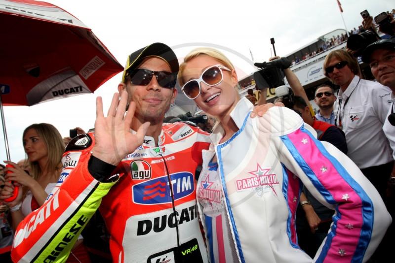 MOTO GP BARCELONE 2012 ROSSI ET PARIS HILTON